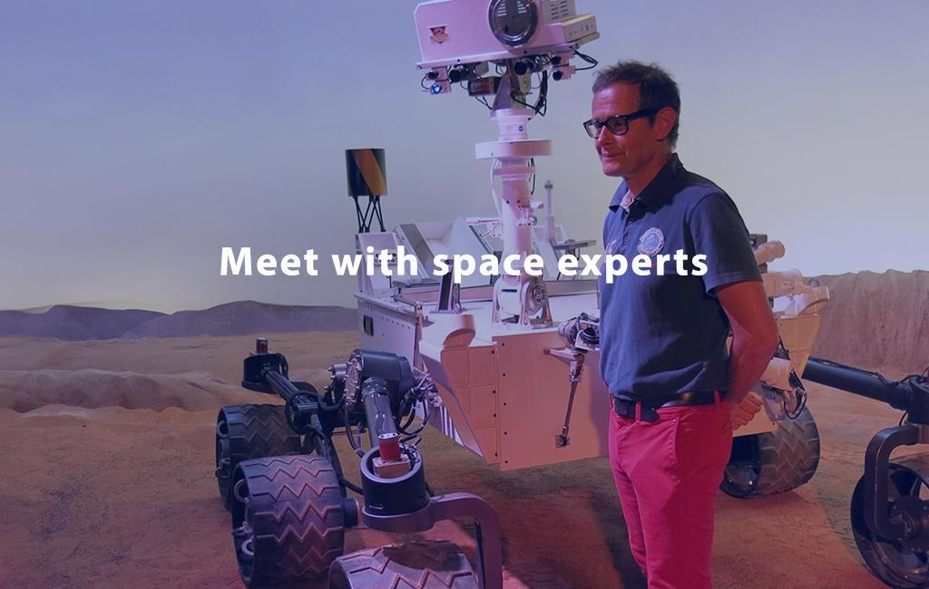 Meet with space experts